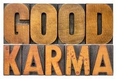 Καλή περίληψη λέξης karma στον εκλεκτής ποιότητας ξύλινο τύπο Στοκ Φωτογραφία
