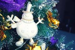 Καλή χρονιά 2018 χιόνι Χριστουγέννων αστεριών δέντρων δώρων Στοκ Φωτογραφίες