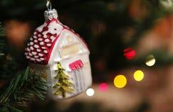 Καλή χρονιά 2018 χιόνι Χριστουγέννων αστεριών δέντρων δώρων Στοκ φωτογραφία με δικαίωμα ελεύθερης χρήσης