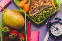 Καλαθάκια με φαγητό με το φρέσκο υγιές δεύτερο πρόγευμα στοκ φωτογραφίες με δικαίωμα ελεύθερης χρήσης