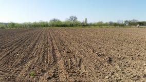 Καλλιεργήσιμο έδαφος σε αγροτικό στοκ φωτογραφία με δικαίωμα ελεύθερης χρήσης
