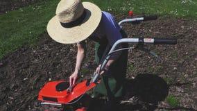Καλλιεργητής ελέγχου γυναικών απόθεμα βίντεο
