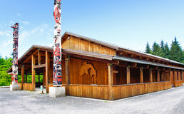 Καλλιεργητικό κεντρικό κοινοτικό σπίτι σημείου στενών της Αλάσκας παγωμένο Στοκ Εικόνα