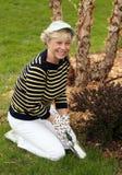 καλλιεργώντας ανώτερη γυναίκα Στοκ φωτογραφία με δικαίωμα ελεύθερης χρήσης