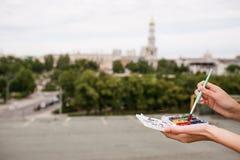 Καλλιτέχνης δημιουργιών αστικός χρωματίζοντας ακόμα την έννοια ζωής Στοκ Εικόνες
