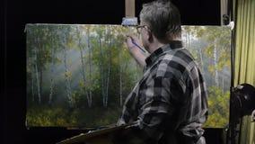 Καλλιτέχνης που εργάζεται στη ζωγραφική απόθεμα βίντεο
