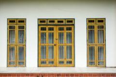 Καλλιτεχνικές πόρτες γυαλιού Στοκ εικόνα με δικαίωμα ελεύθερης χρήσης