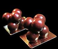 Καλλιτεχνικό επιδόρπιο μορίων με το λαμπρό λούστρο καθρεφτών στοκ εικόνες