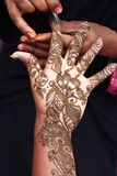 καλλιτεχνικό henna χεριών σχεδιασμού Στοκ Εικόνες
