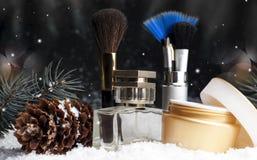 Καλλυντικά εξαρτήματα ομορφιάς γυναικών ` s, άρωμα, κρέμα, βούρτσες Στοκ Εικόνες