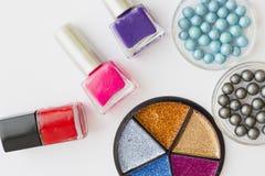Καλλυντικά προϊόντα στην άσπρη ανασκόπηση Στοκ φωτογραφία με δικαίωμα ελεύθερης χρήσης