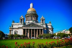 Καλοκαίρι άποψης καθεδρικών ναών του ST Isaac ` s στοκ φωτογραφίες