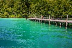 καλοκαίρι αποβαθρών λιμνών βραδιού Λίμνες Plitvice το βράδυ Στοκ εικόνα με δικαίωμα ελεύθερης χρήσης