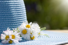 καλοκαίρι αχύρου καπέλω& Στοκ φωτογραφία με δικαίωμα ελεύθερης χρήσης