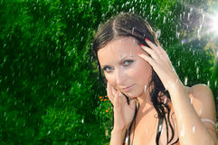 καλοκαίρι βροχής κάτω από &ta στοκ φωτογραφίες με δικαίωμα ελεύθερης χρήσης