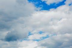 καλοκαίρι ουρανού σύννε&p Στοκ φωτογραφία με δικαίωμα ελεύθερης χρήσης