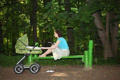 καλοκαίρι πάρκων μητέρων Στοκ Εικόνες