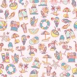 Καλοκαίρι, ταξίδι και άνευ ραφής σχέδιο σκίτσων παραλιών στα γραπτά χρώματα Το διακινούμενο χέρι σύρει τα στοιχεία με απεικόνιση αποθεμάτων