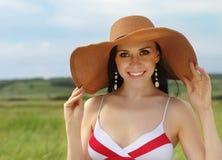 καλοκαίρι χαμόγελου κοριτσιών ημέρας brunette Στοκ Εικόνα