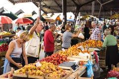 Καλυμμένη φρούτα και λαχανικά αγορά Στοκ εικόνες με δικαίωμα ελεύθερης χρήσης