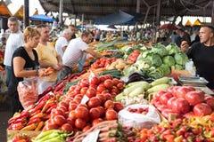 Καλυμμένη φρούτα και λαχανικά αγορά Στοκ εικόνα με δικαίωμα ελεύθερης χρήσης