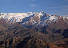 καλυμμένο άτλαντας χιόνι βουνών του Μαρόκου Στοκ εικόνα με δικαίωμα ελεύθερης χρήσης