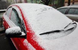 καλυμμένο αυτοκίνητο χιόνι Στοκ Φωτογραφίες