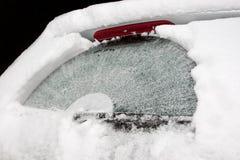 καλυμμένο αυτοκίνητο χιόνι Στοκ Εικόνες