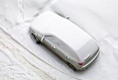 καλυμμένο αυτοκίνητο χιόνι Στοκ φωτογραφίες με δικαίωμα ελεύθερης χρήσης