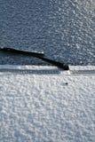 καλυμμένο αυτοκίνητο χιό&n Στοκ Εικόνες