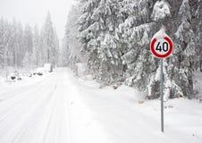 καλυμμένο επαρχία οδικό χ& στοκ φωτογραφία με δικαίωμα ελεύθερης χρήσης
