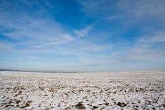 καλυμμένο χιόνι πεδίων Στοκ φωτογραφίες με δικαίωμα ελεύθερης χρήσης