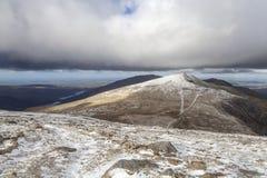 Καλυμμένο χιόνι Υ Garn, Snowdonia στοκ εικόνα