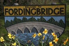 Καλωσορίστε στο σημάδι Fordingbridge στοκ φωτογραφίες με δικαίωμα ελεύθερης χρήσης