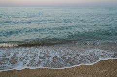 Καλό seascape βραδιού και πορφυρός ουρανός βραδιού Στοκ φωτογραφίες με δικαίωμα ελεύθερης χρήσης