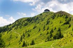 Καλύβα στο βουνό Wildenkarkogel στις Άλπεις, saalbach-Hinterglemm, Αυστρία Στοκ Εικόνες