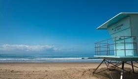 Καλύβα Lifeguard στην παραλία σε νότια Καλιφόρνια Στοκ Φωτογραφίες