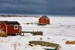 Καλύβες στην παγωμένη ακτή του βραχίονα NL Καναδάς του Joe Batts στοκ εικόνες με δικαίωμα ελεύθερης χρήσης
