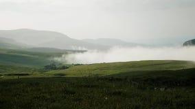 Καλύπτει τα αργά πλησιάζοντας λιβάδια βουνών φιλμ μικρού μήκους