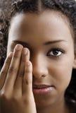 καλύπτοντας το μάτι ένα Στοκ φωτογραφία με δικαίωμα ελεύθερης χρήσης