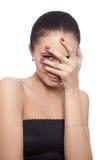 καλύπτοντας το πρόσωπο δώστε την ντροπαλή γυναίκα της Στοκ φωτογραφία με δικαίωμα ελεύθερης χρήσης