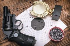 Καλύτερο βραβείο σκοπευτών Νικητής στο πυροβολισμό Στοκ εικόνες με δικαίωμα ελεύθερης χρήσης
