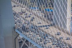 Καλώδιο-μένοντη γέφυρα του Βλαδιβοστόκ στοκ εικόνες με δικαίωμα ελεύθερης χρήσης