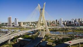 Καλώδιο-μένοντη γέφυρα στοκ φωτογραφία