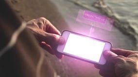 Καλώντας τη σύζυγο στη συσκευή τεχνολογίας - έννοια τεχνολογίας φιλμ μικρού μήκους