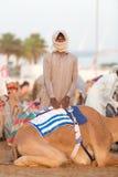 Καμήλα και φύλακας λεσχών αγώνα καμηλών του Ντουμπάι στοκ φωτογραφία με δικαίωμα ελεύθερης χρήσης