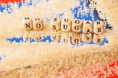 Καμία ζάχαρη - στα ξύλινα κεφαλαία γράμματα με τους κόκκους της ζάχαρης στο mir Στοκ Εικόνες