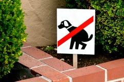 Καμία θέση εξάτμισης για το σημάδι σκυλιών Στοκ Εικόνες