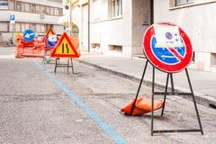 Καμία θέση σημαδιών χώρων στάθμευσης για το δρόμο δεν λειτουργεί Στοκ Φωτογραφία
