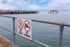 Καμία κατάδυση και κανένα κολυμπώντας σημάδι Στοκ φωτογραφίες με δικαίωμα ελεύθερης χρήσης